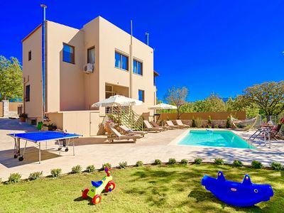 Photo for Great Holiday Home, Perfect for a Couple or Small Family, 5 Min Walk to Centre & 11 km to Beach!