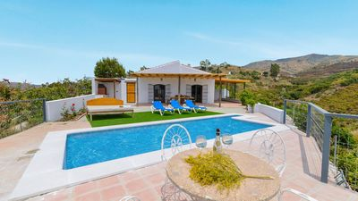 Photo for 7-people holiday villa with fabulous panoramic terrace in Malaga province