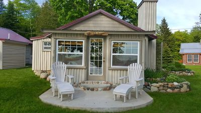 Sunset Shore - A petite and cozy lakeside cottage