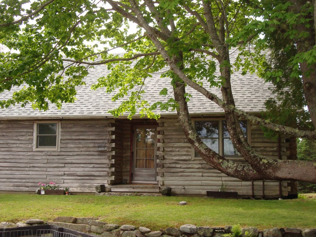 Fully Renovated Centrally Located Log Cabin Mount Desert