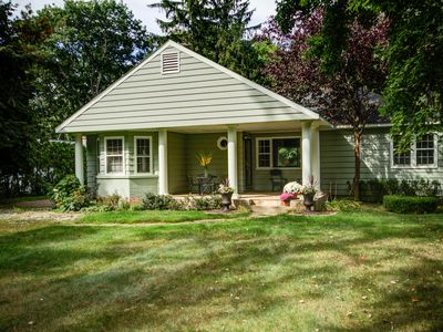 Cute cottage on Duck Lake - 5 minutes from Lake MI!