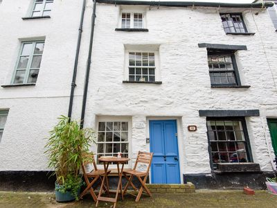 Photo for Pet friendly, character cottage in the heart of town
