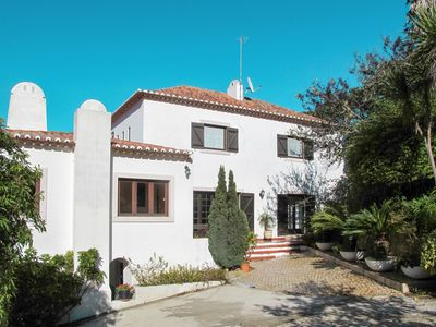 Photo for This 3-bedroom villa for up to 6 guests is located in Colares and has a private swimming pool.......