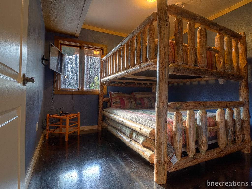 Luxury Cabin Bedrooms : Bedroom luxury cabin with a great mountain view