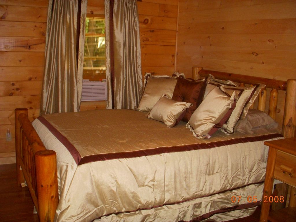Private lakefront luxury log cabin with outdoor hot tub for Log cabin with hot tub one night stay