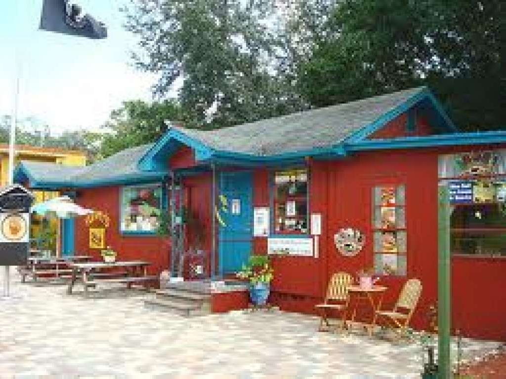 Perfect cottage in art district gulfport florida north for Perfect cottage