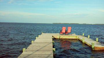 Beautiful Waterfront Vacation Rental On The Currituck Sound
