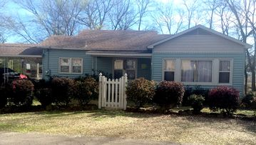 "Charming Cottage in Paris, AR .... Convenient ""In Town"" location!"