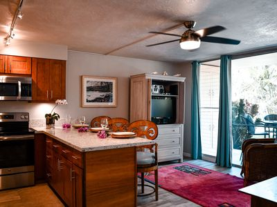 Beautifully Remodeled Unit! Steps Away From The Beach, Shops And Restaurants!
