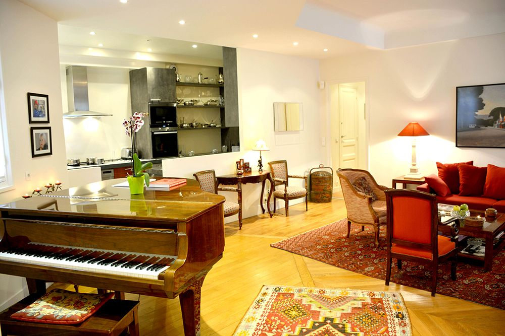 spacious 2br luxury near eiffel tower with piano porte dauphine. Black Bedroom Furniture Sets. Home Design Ideas