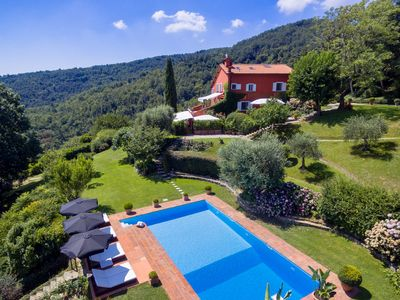 Photo for Luxury panoramic Villa with pool in the Florentine Hills