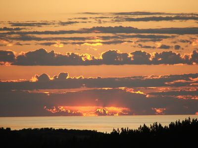 Photo for 2 MI. FROM PETOSKEY /LAKE MI VIEWS /BRILLIANT SUNSETS /GOLF COURSE /FLOWERS /ART