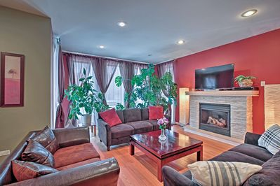 Enjoy Chicago from this 4-bedroom, 3.5 bath vacation rental home for up to 14.