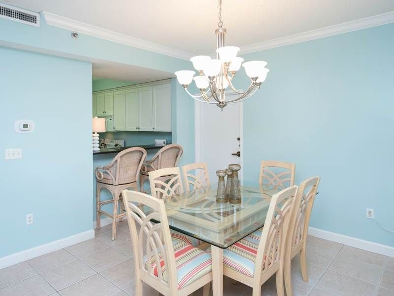 Tropical themed condo!! Sleeps 6!! FREE WI-FI and Fully equipped kitchen!