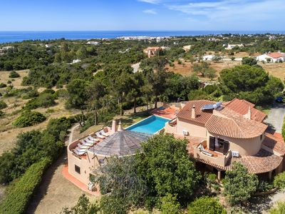 Photo for Algarve country villa with 4 bedrooms (air-co), private pool and sea view