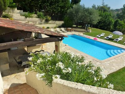 Photo for Charming villa with pool in Vence