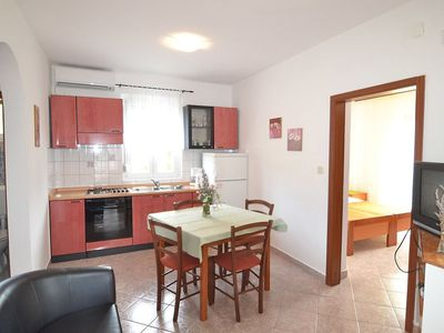 Photo for Apartment 310 m from the center of Vir with Parking, Internet, Air conditioning, Pool (121731)