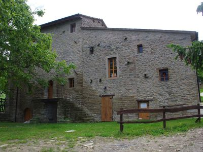 Photo for Relax in an ancient house in the Vinco woods