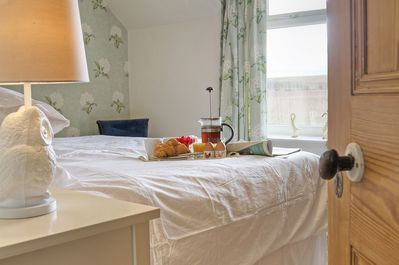 Breakfast in Bed, Linnet Cottage