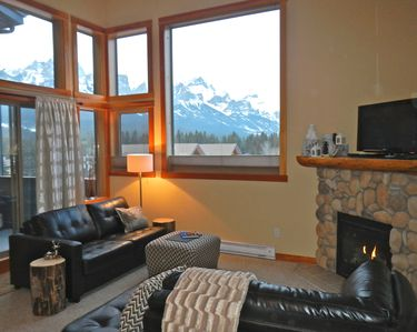 Living area, cozy & inviting perfect for taking in the view.