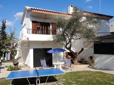Photo for 3 bedroom Villa, sleeps 6 with Air Con and Walk to Shops