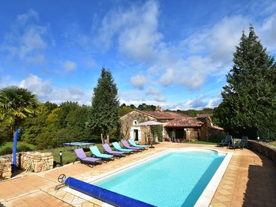 Photo for Beautiful house with swimming pool and yurt near Villefranche-du-Périgord (7 km)