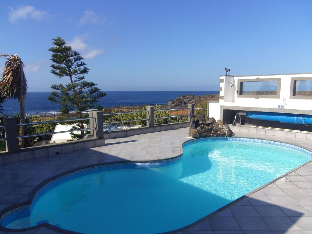 C2000: Luxury Front Line Ocean Property With Hot Tub And ... - 8035844