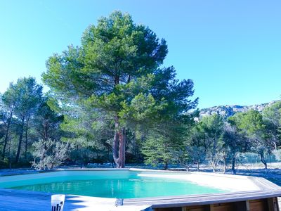 Photo for Quiet house in the countryside, large garden, swimming pool, at the foot of the Luberon