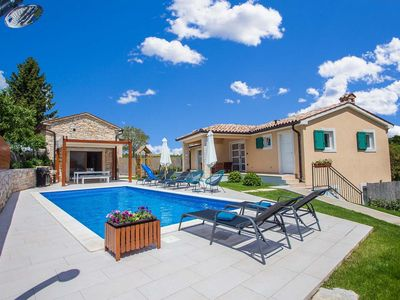 Photo for Modern villa with pool and wellness in quiet, rural area in central Istria