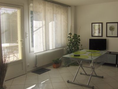 Photo for Conditioned apartment excellent condition (58m²) Pujaut (30) 8km from Avignon