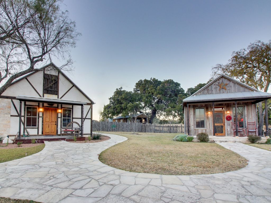 Quaint texas hill country cabin w firepit creek access for Texas hill country cabin builders