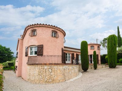 Photo for Holiday home in quiet location with beautiful terraces and garden near Lorgues