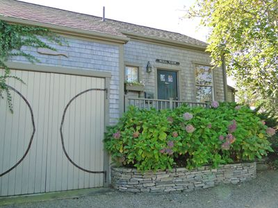 Large 1 Bedroom Cottage with Private Patio