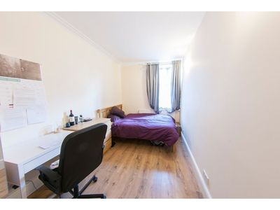 Photo for Spacious & Quiet 4BR Flat for 8 in Hampstead