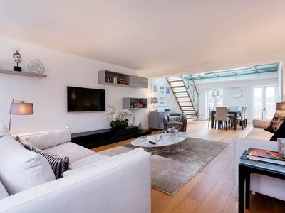 Photo for Beautiful 2 bedroom penthouse. Located in the luxurious Knightsbridge (Veeve)