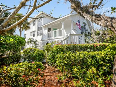 Photo for Large villa with direct access to Bowman's Beach