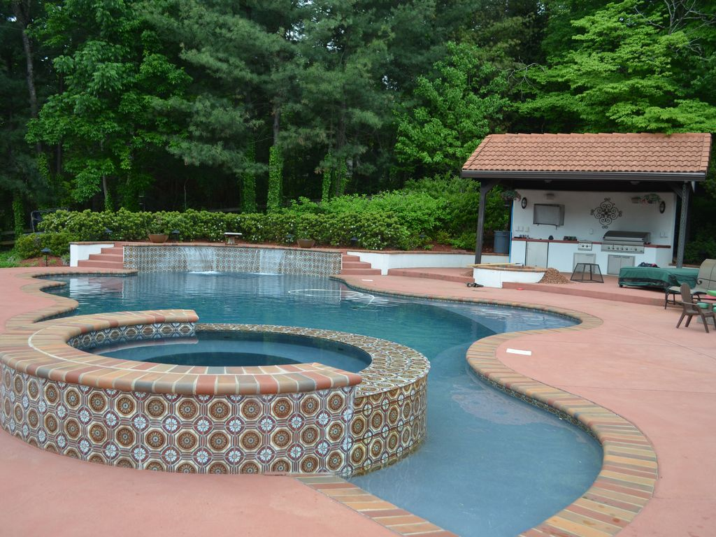 Main Channel Delight Pool, Hot tub, outdoor... - HomeAway Mooresville