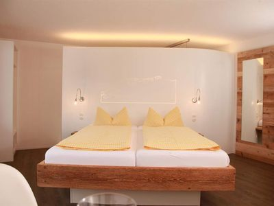 "Photo for Double room Deluxe ""Summit space"" WHITE - Landhaus Bromm"