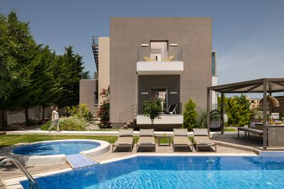 00 sq.m of furnished outdoor area with all kind of facilities for families