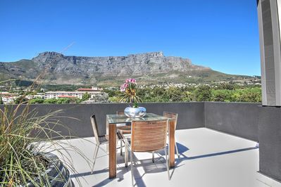 Large Deck with 360 Views of Table Mountain, Lions Head & Signal Hill