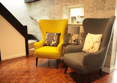 The entrance nook with stylish, modern furnishings