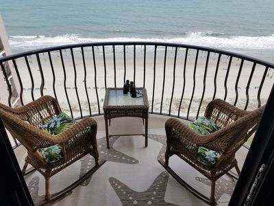 **ROMANTIC COUPLES OCEANFRONT**  (King Bed)