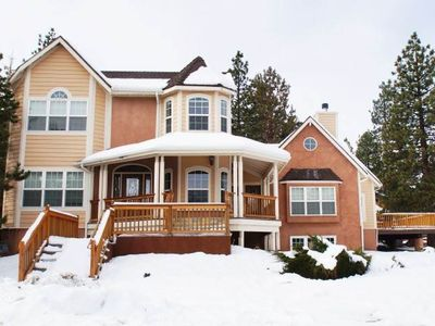 Lakeview Court Castle - 6BR/5BA/Steps to the Lake! WiFi/Game Room