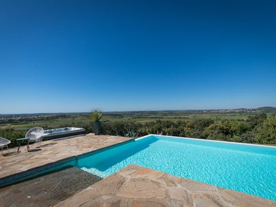 Photo for Gite 4/6 people, swimming pool, jacuzzi, 20mn beaches
