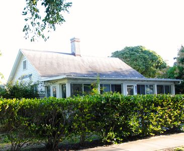Photo for Delightful 'Old Florida' Island cottage in Boca Grande with separate guest house