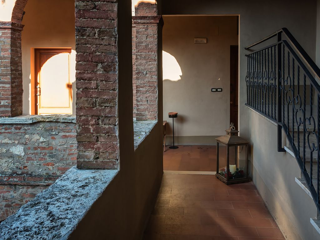 apartment 500 sqm building in the center of montepulciano