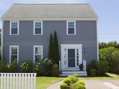 Beautifully furnished & impeccably maintained 5 bed, 3 1/2 bath Nantucket home