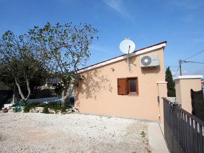 Photo for Holiday home for sole use with barbecue, bedroom, kitchen, bathroom, air conditioning, terrace and only 500 meters to the beach