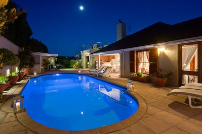 Solar Heated pool & Jacuzz magic views of Backdrop  Table Mountain 6 Double Beds