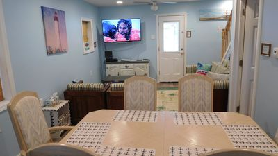 Dinning room, living room with 55 inch TV with Stars package. central air in